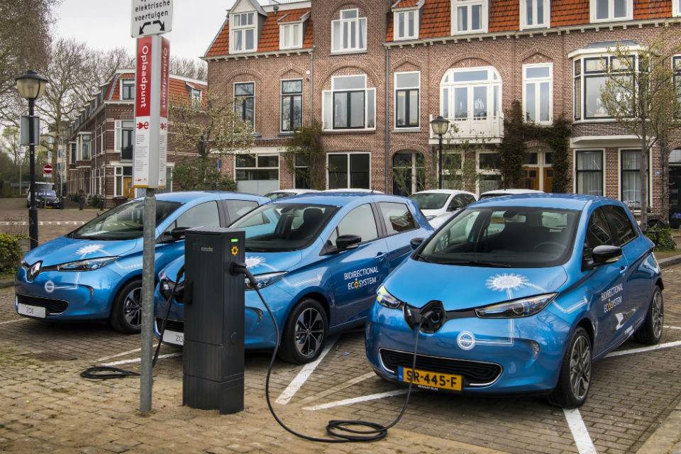 Renault starts piloting vehicle-to-grid charging in electric vehicles on a large scale