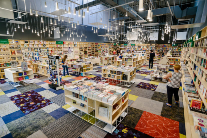 Cărtureşti opens the first bookstore in an office building, on the ground floor of the America House building