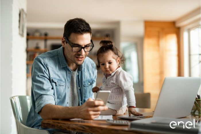 Enel supports customers with digital services for easy management of invoices and contract data, from the comfort of their own home