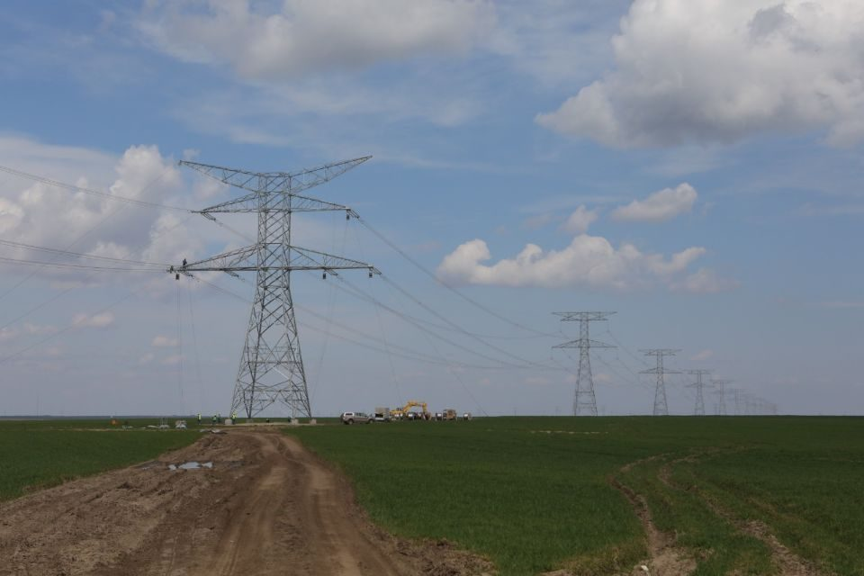 Transelectrica invests 75 million Euro in the construction of the 400 kV Cernavoda-Stalpu power line