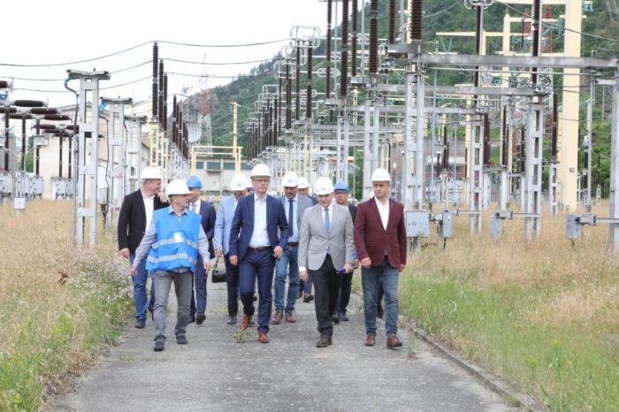 Energy Minister visits the works of the 400 kV overhead power line which will increase the capacity to integrate renewable energy in southwestern Romania
